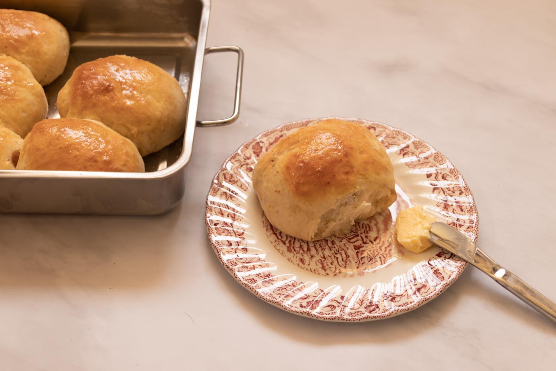 לחמניות צימוקים מתוקות עם חמאה