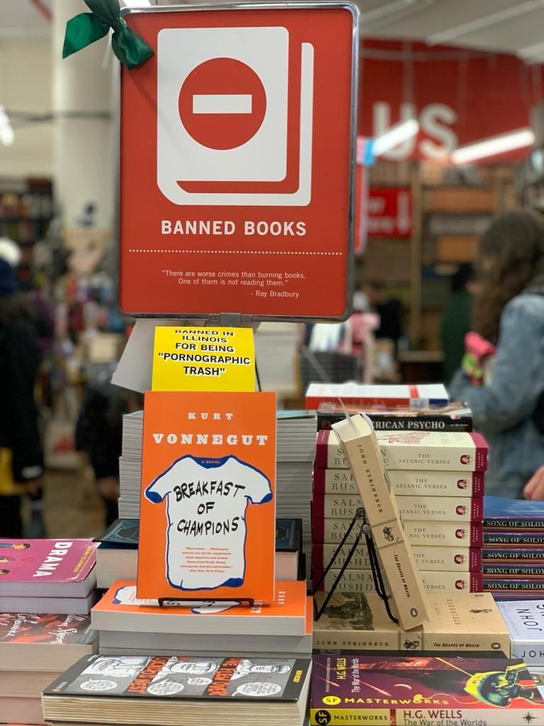 ספרים אסורים בסטרנד